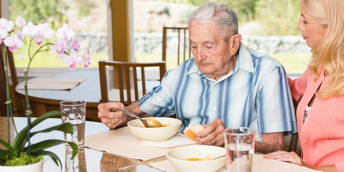 5 Common Signs of Poor Diet in Older Adults